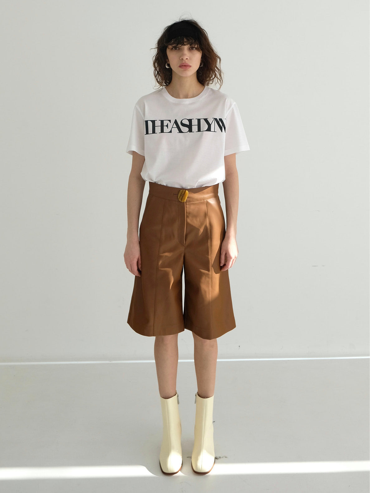 BERRY HIGHWAISTED SHORTS_CAMEL