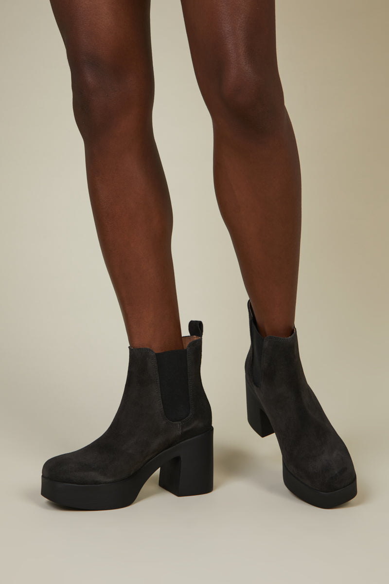 DRUE Charcoal Suede