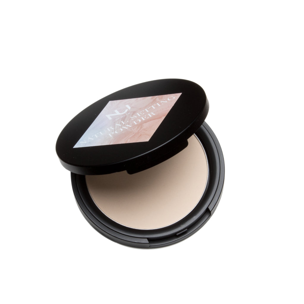 Natural Setting Powder de NUI Cosmetics abierto