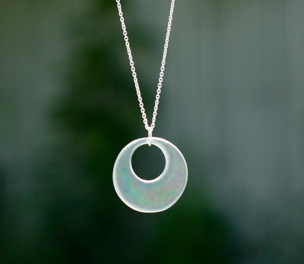 Our iridescent blue hoop essential oil necklace needs only a drop of your favorite essential oil on the back for all-day aromatherapy. Comes with a free vial of 100% pure lavender essential oil.