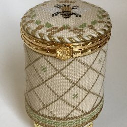 Queen Bee Beige Round Hinged Box w/Hardware