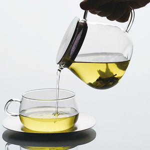 Kinto-One-Touch-Unitea-Teapot-460ml-Pouring