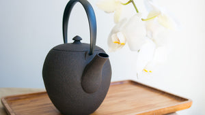 Wazuqu Mayu Small Cast-Iron Teapot