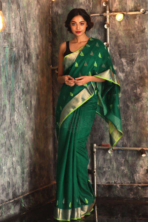 Pine Green Matka Silk Saree With Woven Pallu