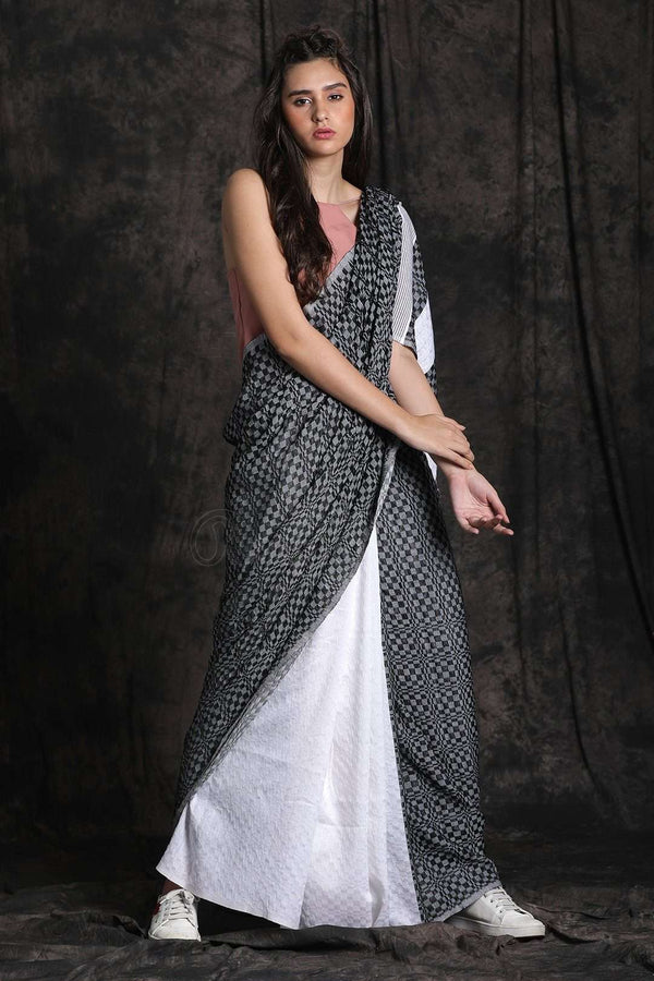 Textured Cotton Saree With Half & Half Design