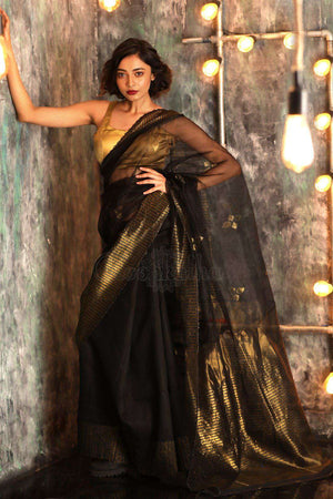 Black Matka Silk Saree With Zari Pallu