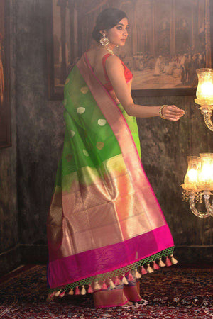 Green Handwoven Kora Silk Saree With Zari