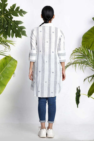 White Handwoven Kurta With Asymmetric Cut Rivka Roopkatha - A Story of Art