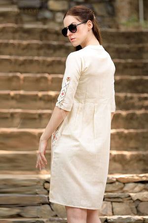 Off-White Cotton Kurta With Printed Patch Pockets