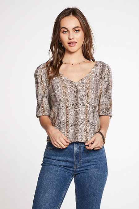 POOR BOY RIB CROPPED 3/4 PUFF SLEEVE V NECK TOP