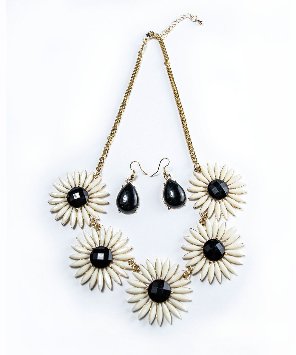1960s Inspired Black & Ivory Daisy Floral Enamel Necklace Set