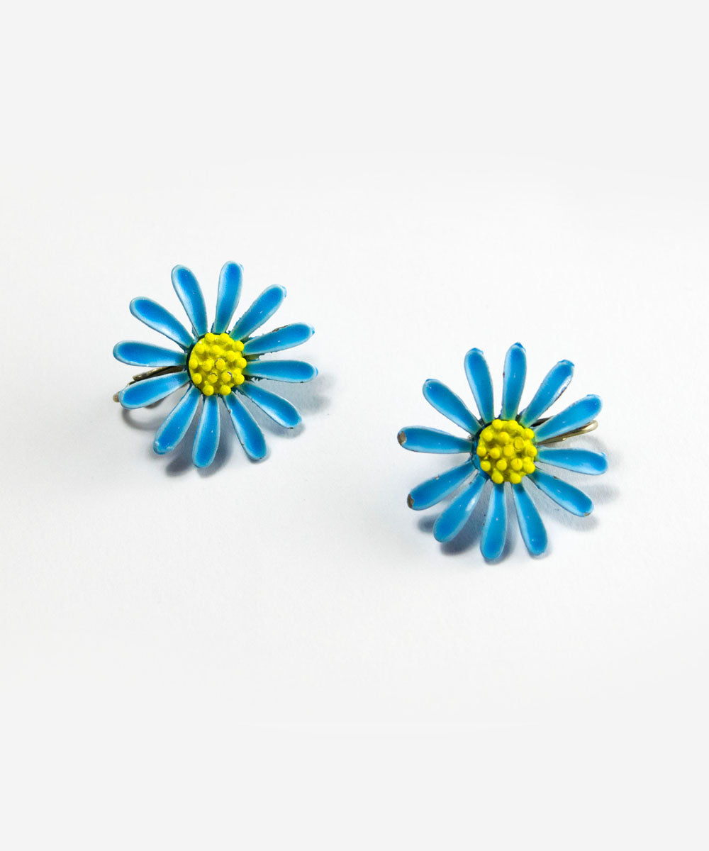 Authentic Vintage 1960s Light Blue Daisy Flower Clip On Earrings
