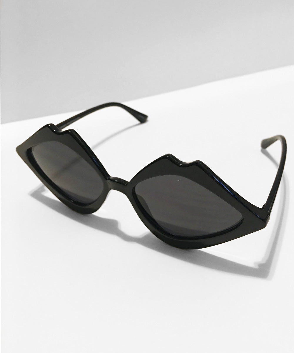 Black Kiss Kiss Retro Sunglasses