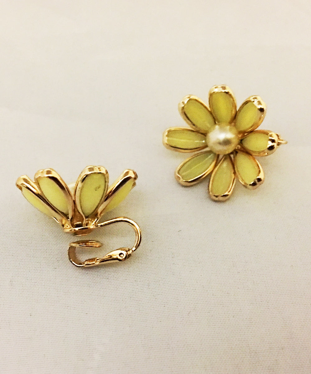 Authentic Vintage Crown Trifari Yellow Flower Clip On Earrings