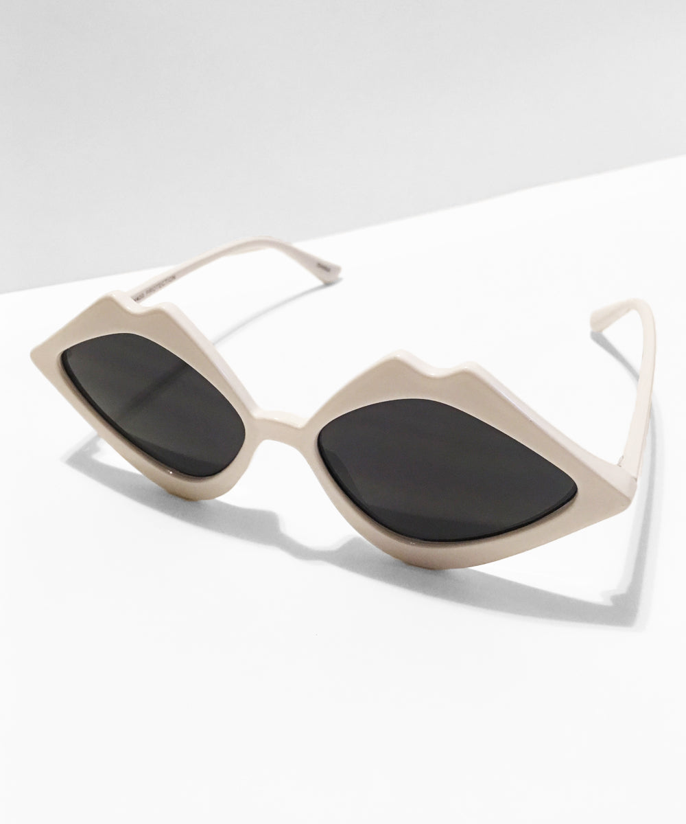 White Kiss Kiss Retro Sunglasses