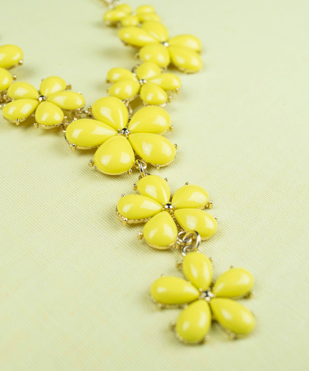 1960s Mod Style Yellow Floral Necklace & Earring Set
