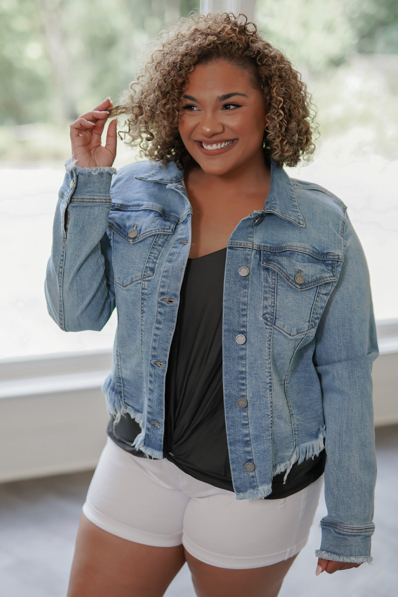 California Cropped Denim Jacket - Light Wash - Curvy