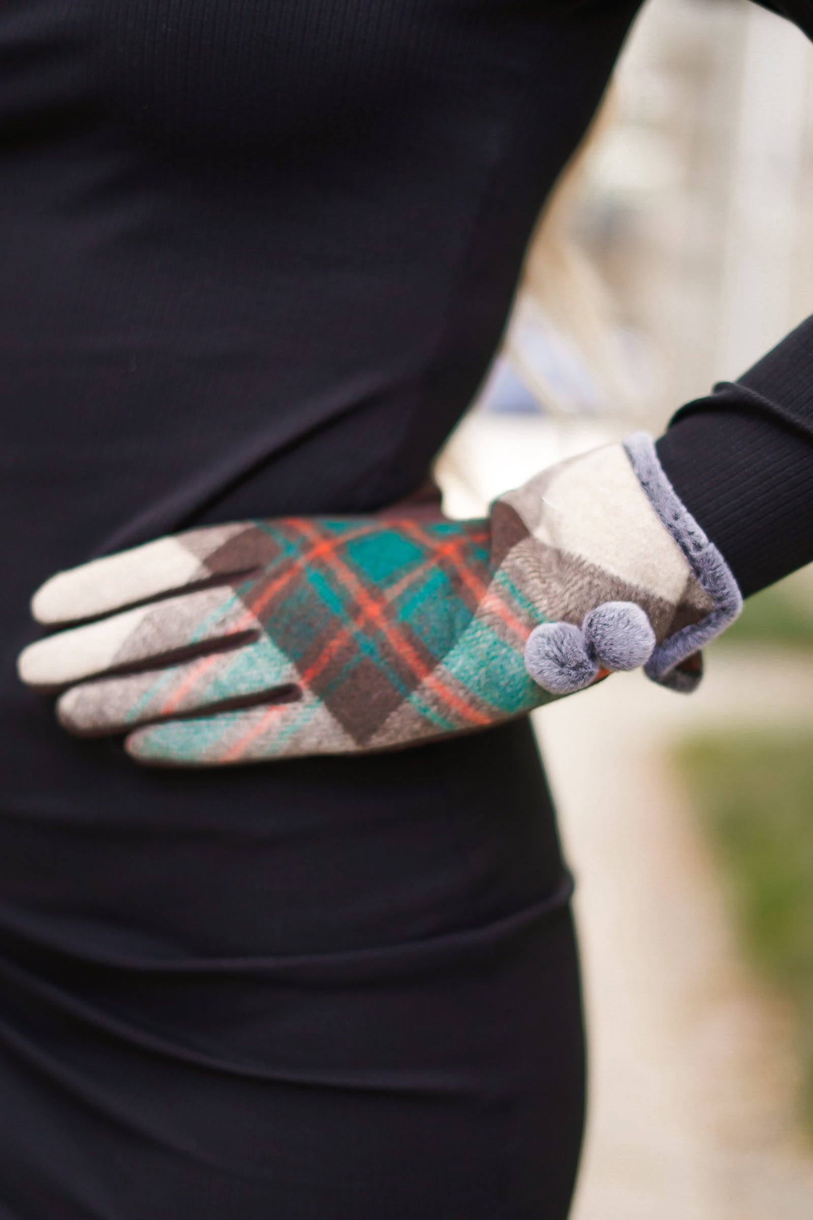 Roll to Me Plaid Gloves