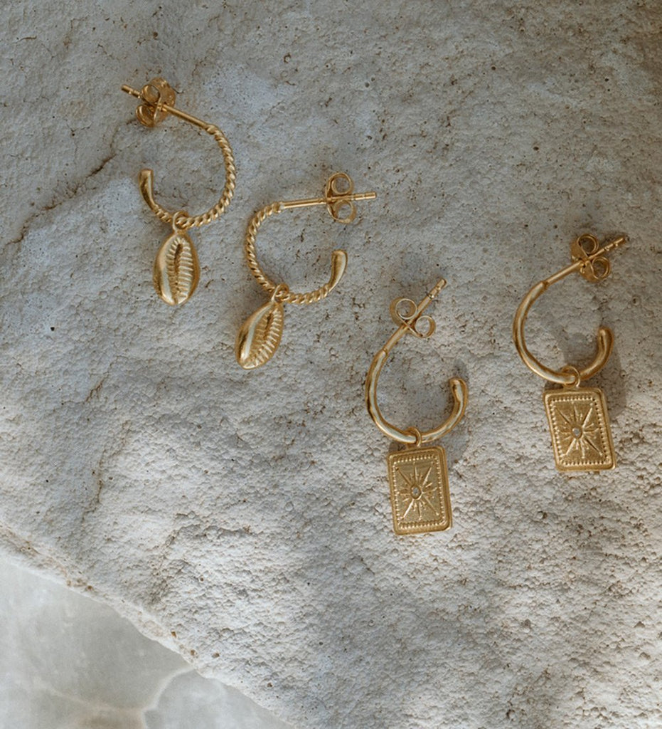 COWRIE SHELL HOOPS (18K-GOLD-PLATED)