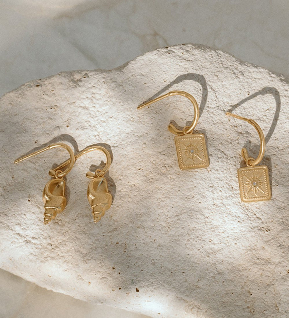 CONCH SHELL HOOPS (18K-GOLD-PLATED)