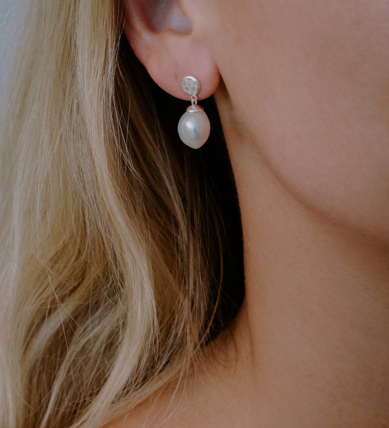 MOON TIDE PEARL EARRINGS (STERLING SILVER)