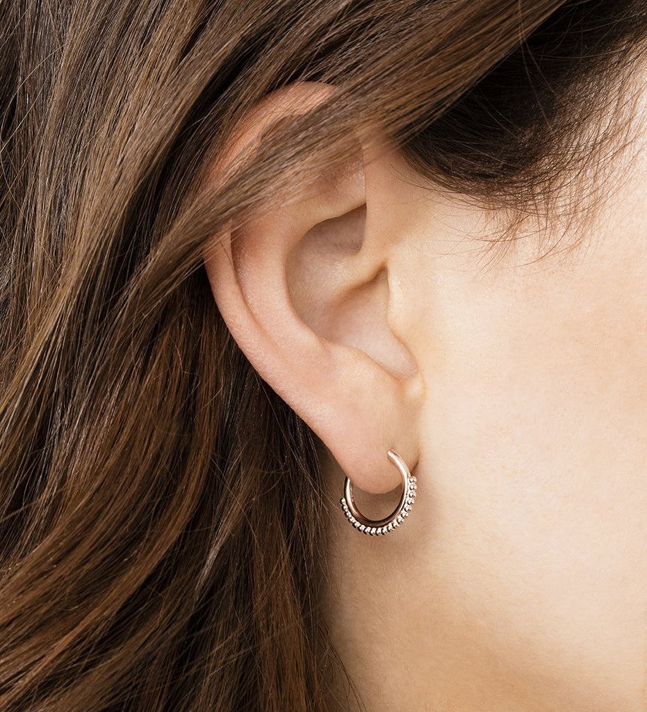 DETAIL HOOP EARRINGS (18K-ROSE GOLD-PLATED) Image 04