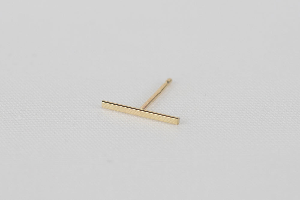 Kathleen Whitaker Staple Earring Bar 14k yellow gold | OK