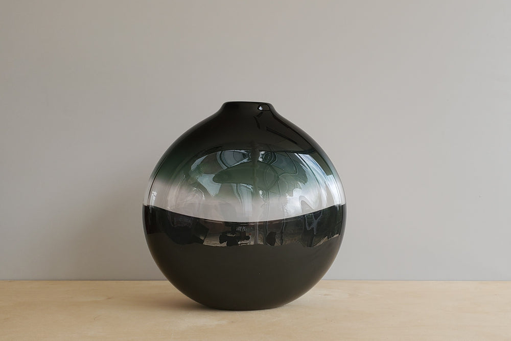 Load image into Gallery viewer, Scuro Black & Charcoal Flat Round Vase Large
