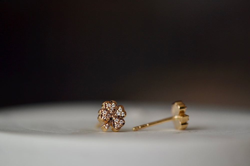 Sorellina Clover Motif studs are shaped like a lucky with 13 thirteen white diamonds each (26 twenty six total) on 18k yellow gold with post closure.