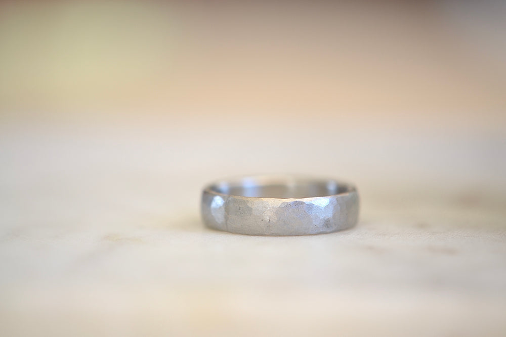Load image into Gallery viewer, Malcolm Betts Hammered 5mm Band Platinum Gold