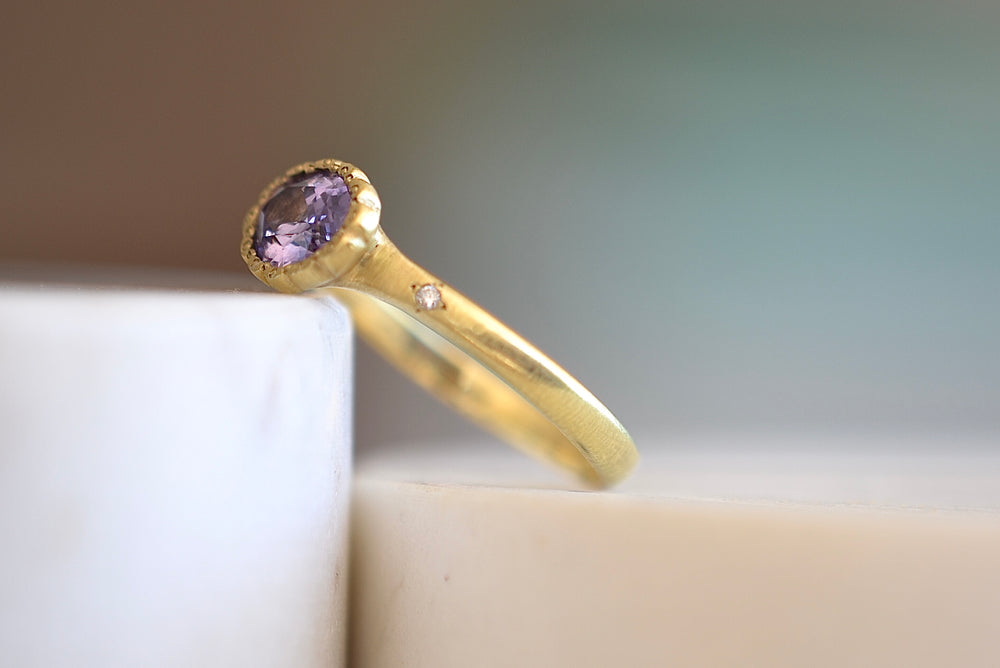 Adel Chefridi Purple Sapphire Blossom ring 18k yellow gold, purple sapphire, diamonds satin finish