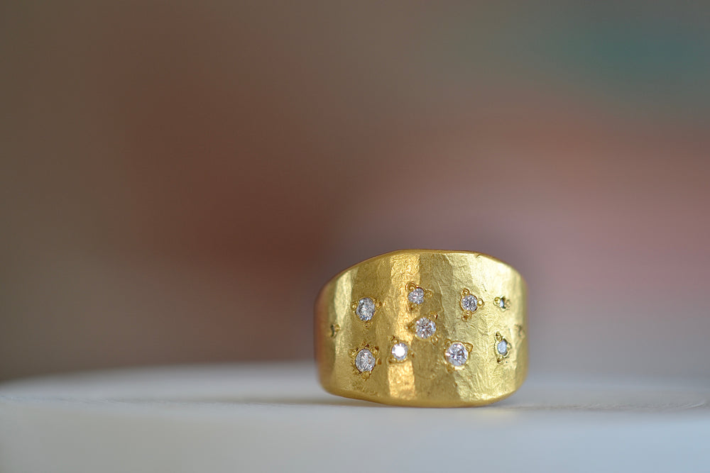 Load image into Gallery viewer, Black Barc Mizuki Hammered tapered 11 diamonds 24k yellow gold cigar band ring