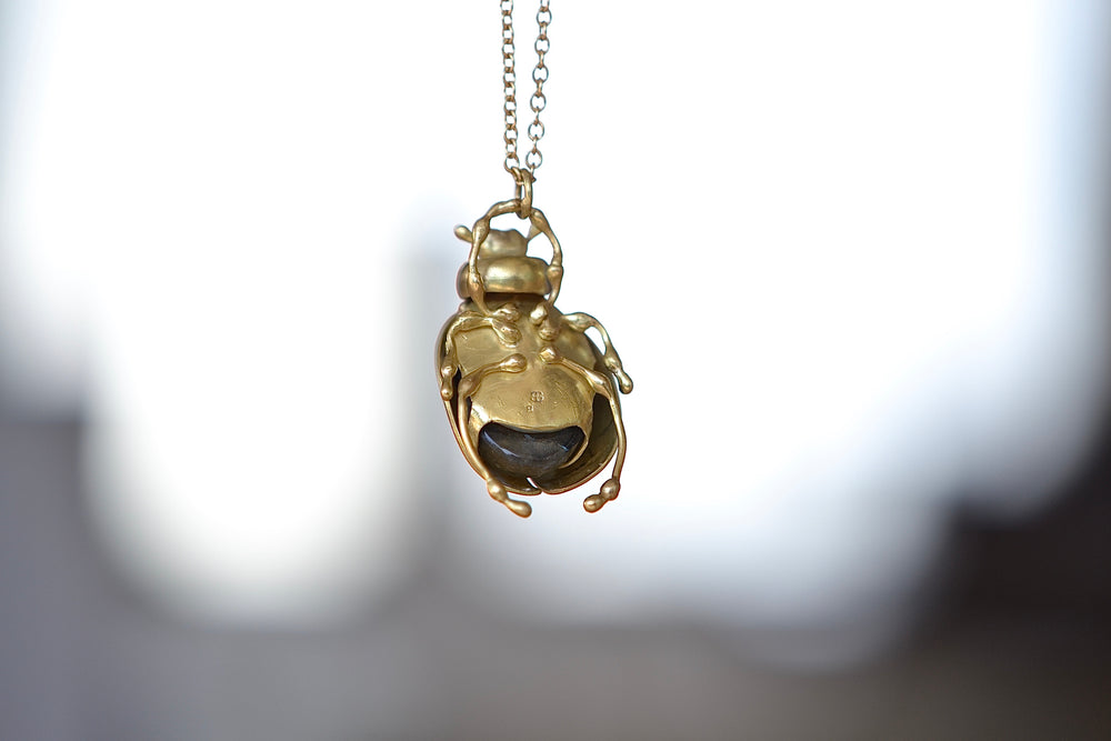 Load image into Gallery viewer, Black Barc Mizuki Kogane Labradorite Beetle Necklace 18k yellow gold