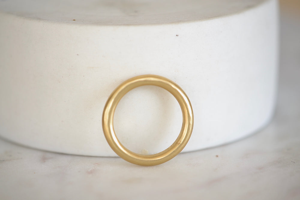 Load image into Gallery viewer, Black Barc Mizuki 18k Yellow Gold Tube Band Ring