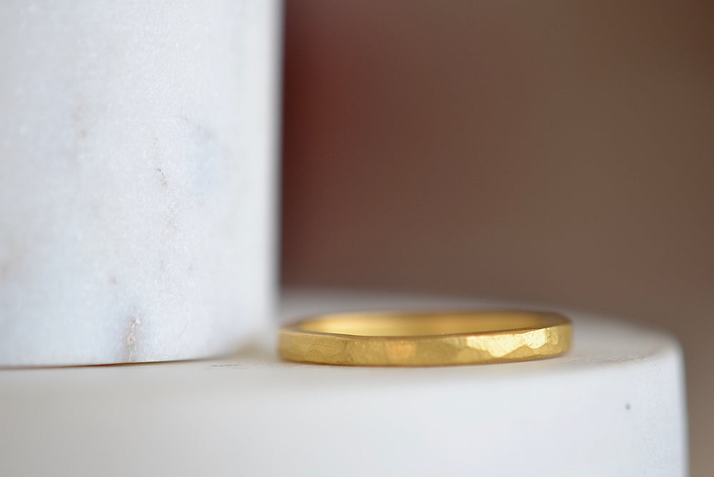 Load image into Gallery viewer, Black Barc Mizuki Zen 24k yellow gold 2mm square  wedding band