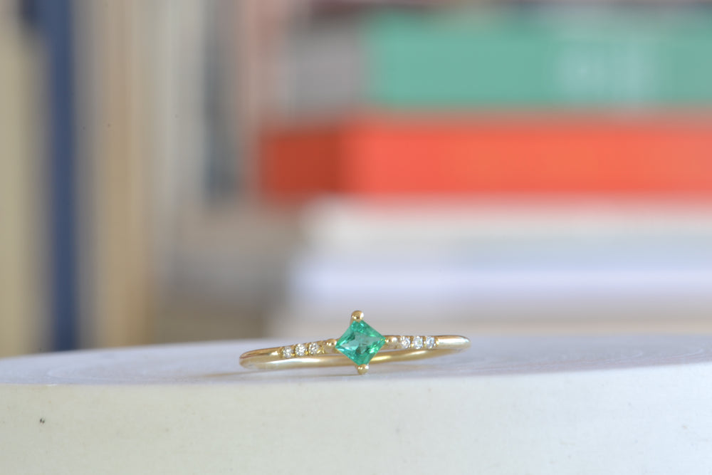 Load image into Gallery viewer, Jennie Kwon EmeraldGreen  Emerald Point Equilibrium Ring White Pavé Diamonds 14k yellow gold