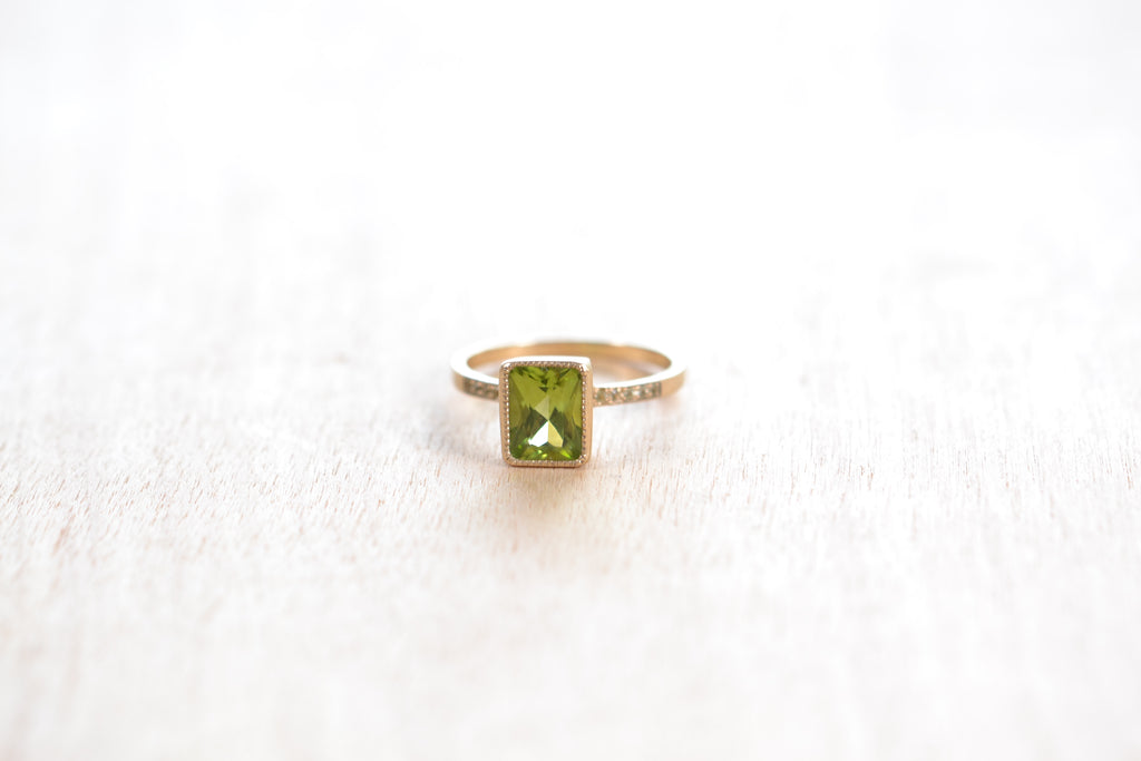<small>Jennifer Dawes</small><br>Blockette Peridot Cocktail Ring