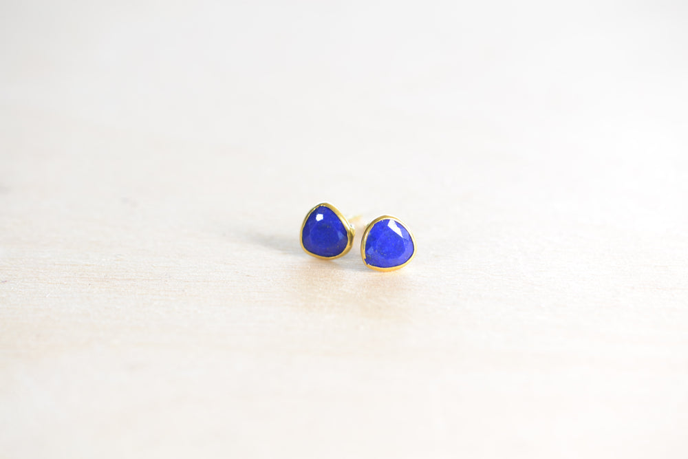 Pippa Small Classic Stud studs earrings Lapis 18k Yellow Gold