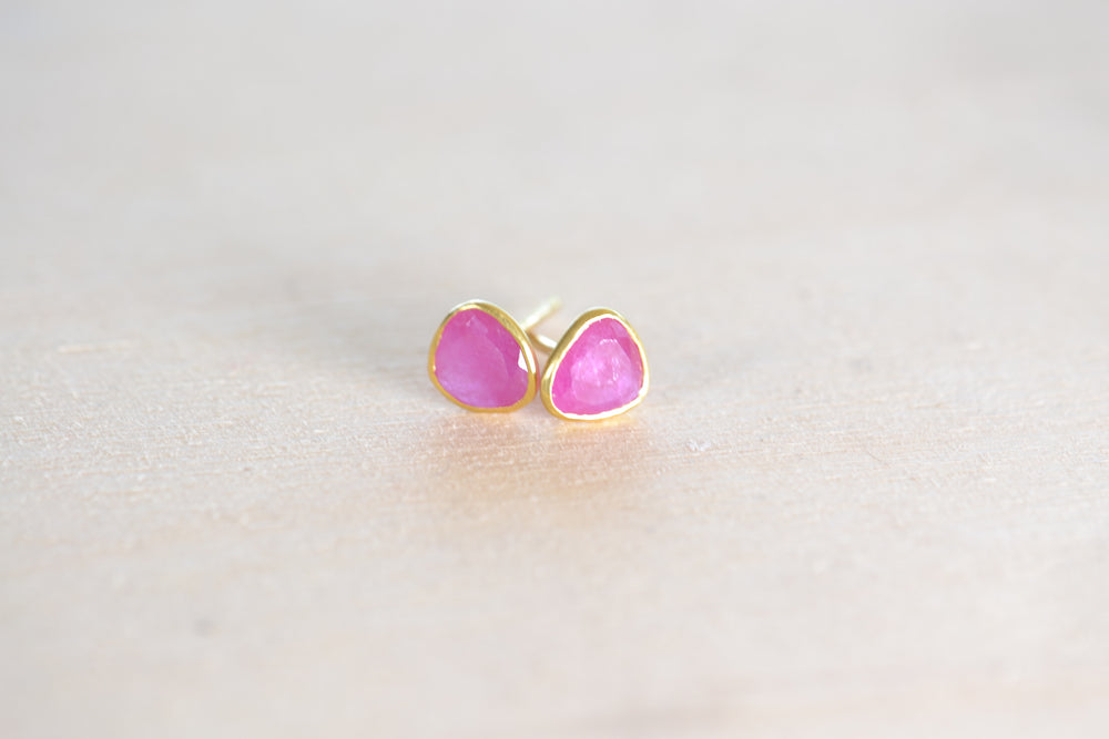 Pippa Small Rosy Dawn Classic Stud studs earrings Ruby 18k Yellow Gold