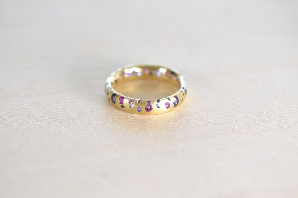 Polly Wales Purple and Fuchsia Pink Sapphire Confetti Band 18k yellow Gold recycled size 5.5