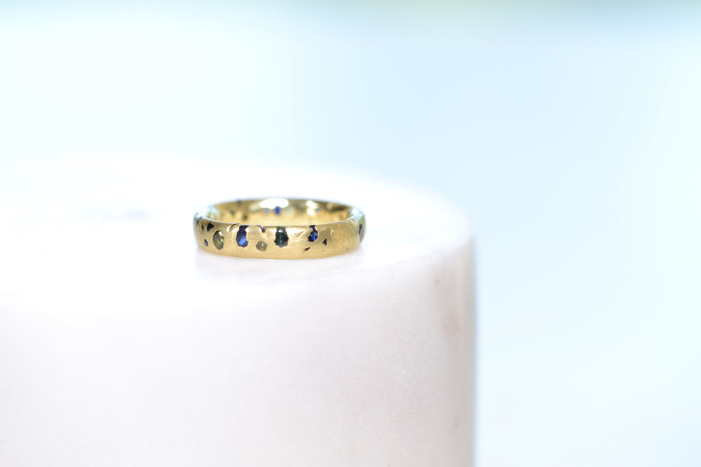 Load image into Gallery viewer, Polly Wales Borealis Confetti Band size 5.5 18k Yellow Gold