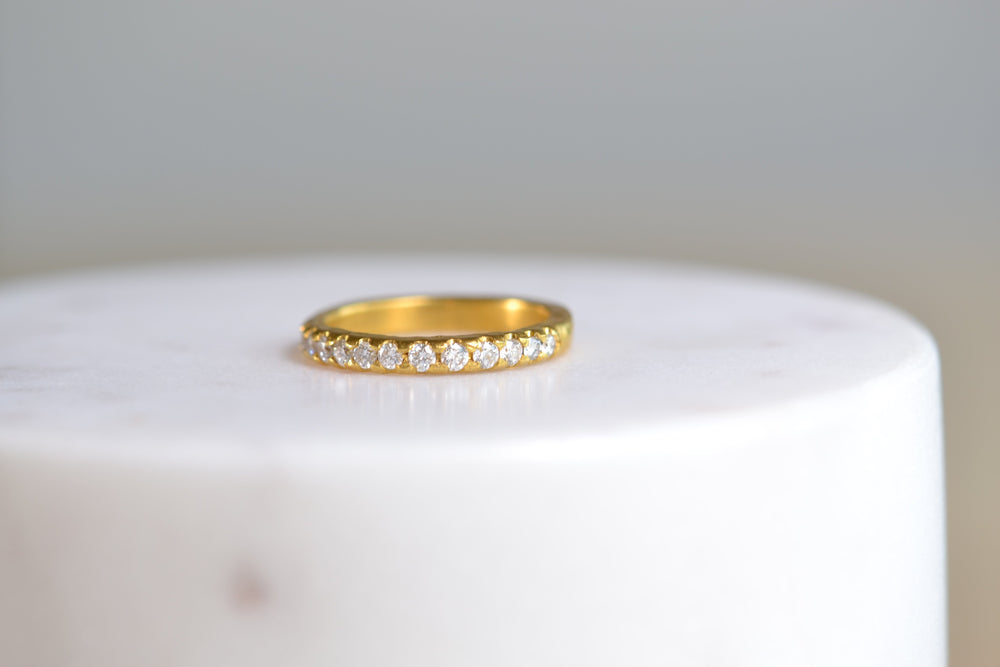 Black Bark Mizuki 24k yellow Gold Hina Diamond Band