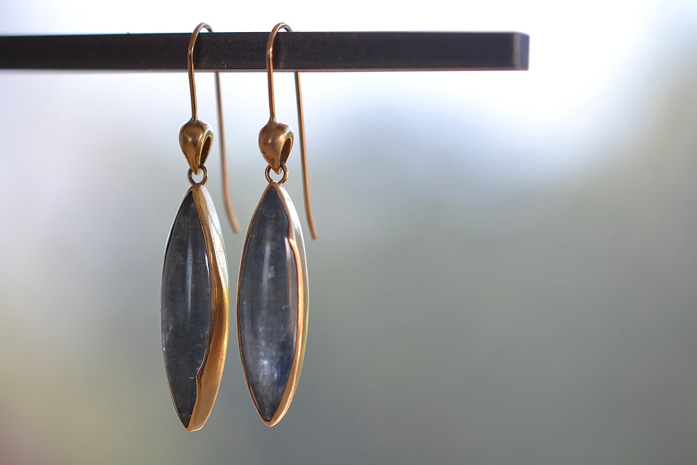 Rachel Atherley Cocoon Earrings Blue Kyanite 18k yellow gold needle ear wire
