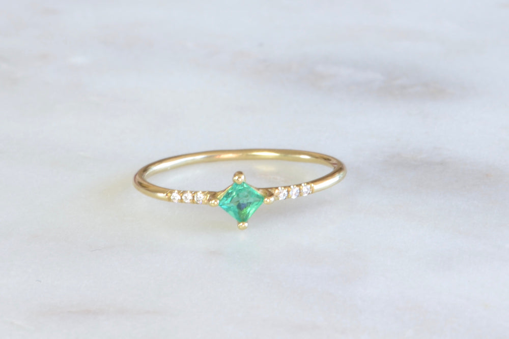 Jennie Kwon Emerald Emerald Point Equilibrium Ring White Pavé Diamonds 14k yellow gold