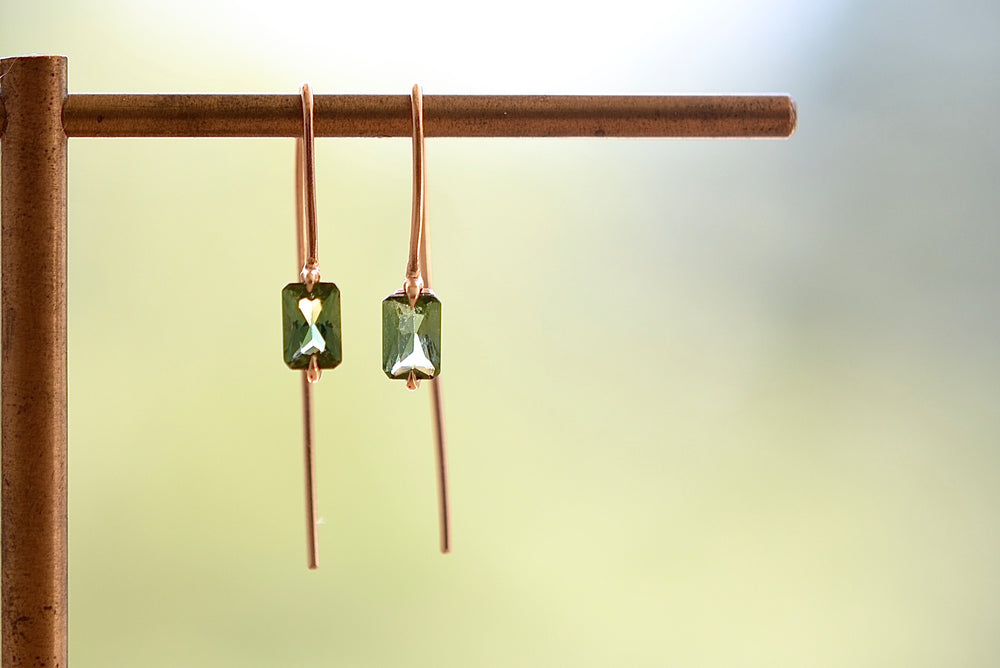 Load image into Gallery viewer, Elizabeth Street Green Tourmaline Drop Earrings 14k yellow gold eagle claw prong setting