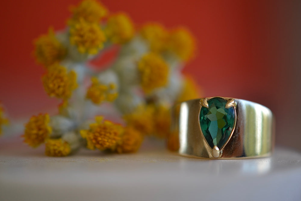 Elizabeth Street Pear Shaped green tourmaline  Ring tapered band 14k yellow gold claw prong set