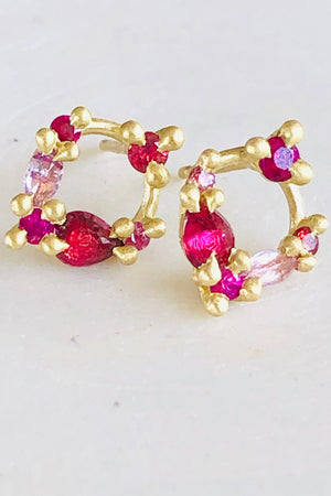 Load image into Gallery viewer, Des Goutes de Rosee Stud Earrings in China Rose