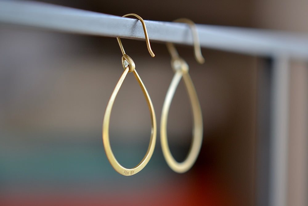 Marian Maurer Dakri Hoop Earring ear wire 18k recycled yellow gold satin finish medium