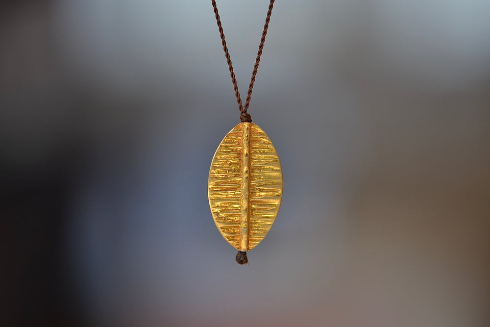 Margaret Solow 18k Gold Pendant Necklace Leaf Nylon Cord
