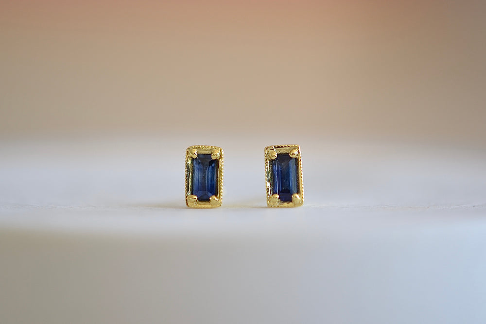 Ila Leone Stud Studs Earrings emerald cut in blue sapphire and 14k sustainable yellow gold